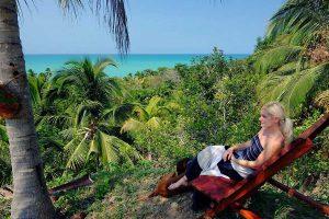 Miradores con vista al mar y huespedes de Finca La Jorara hotel Palomino
