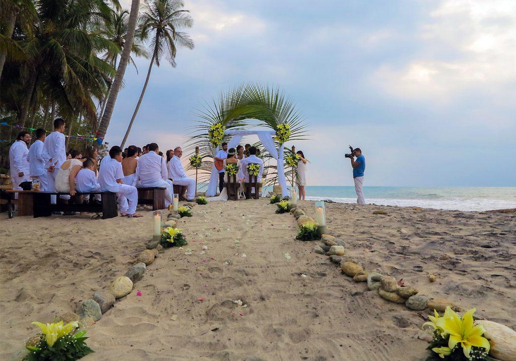 Matrimonio indigena en la playa cerca a Santa Marta y Palomino
