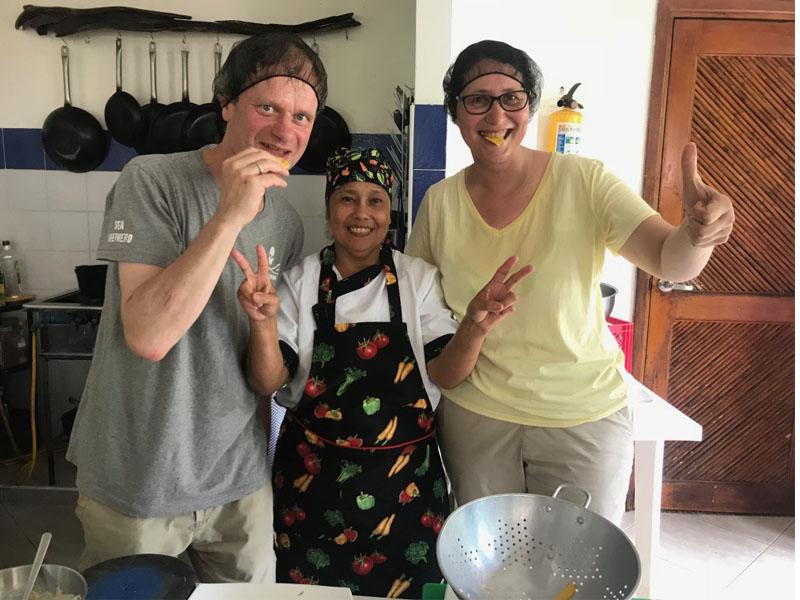 Viajeros en Finca La Jorara haciendo el tour gastronómico